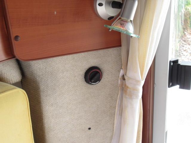 キャンピングカー キャブコン ファンルーチェ セレンゲティ サブバッテリー 1500Wインバーター 電子レンジ FFヒーター 65L冷蔵庫 走行充電 外部充電 外部電源 メモリーナビ バックカメラ(12枚目)