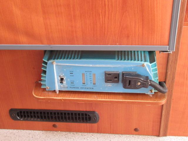キャンピングカー キャブコン ファンルーチェ セレンゲティ サブバッテリー 1500Wインバーター 電子レンジ FFヒーター 65L冷蔵庫 走行充電 外部充電 外部電源 メモリーナビ バックカメラ(17枚目)