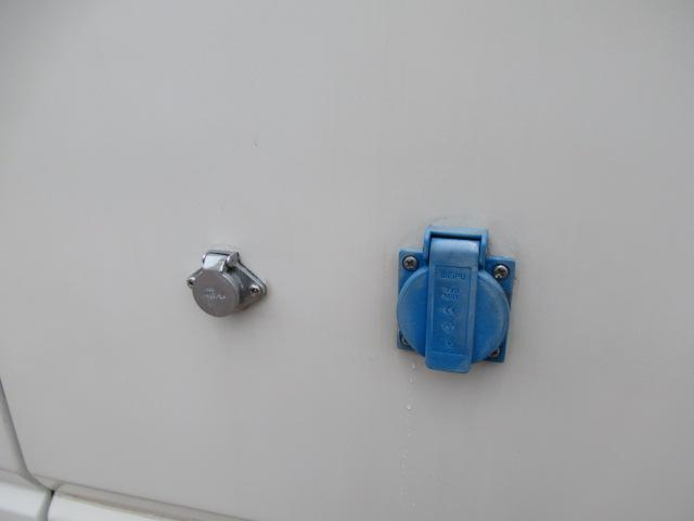 キャンピングカー キャブコン ファンルーチェ セレンゲティ サブバッテリー 1500Wインバーター 電子レンジ FFヒーター 65L冷蔵庫 走行充電 外部充電 外部電源 メモリーナビ バックカメラ(64枚目)