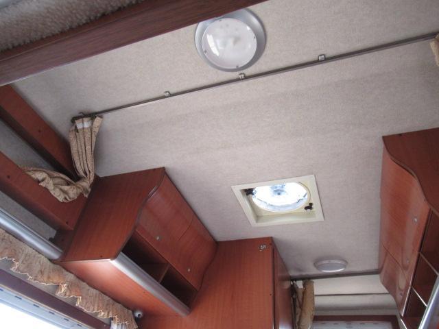 キャンピングカー キャブコン ファンルーチェ セレンゲティ サブバッテリー 1500Wインバーター 電子レンジ FFヒーター 65L冷蔵庫 走行充電 外部充電 外部電源 メモリーナビ バックカメラ(70枚目)