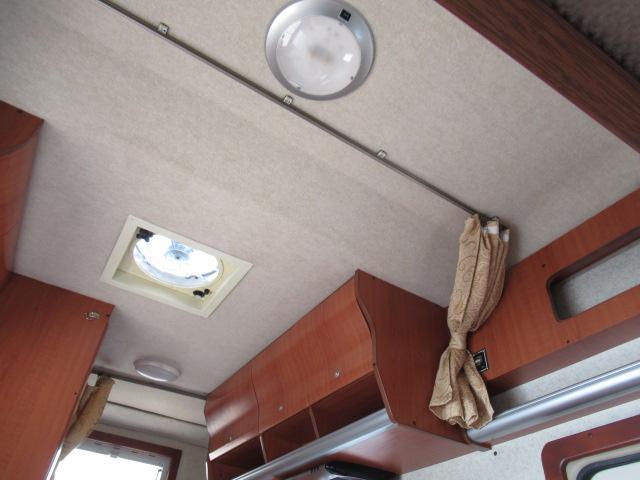 キャンピングカー キャブコン ファンルーチェ セレンゲティ サブバッテリー 1500Wインバーター 電子レンジ FFヒーター 65L冷蔵庫 走行充電 外部充電 外部電源 メモリーナビ バックカメラ(71枚目)