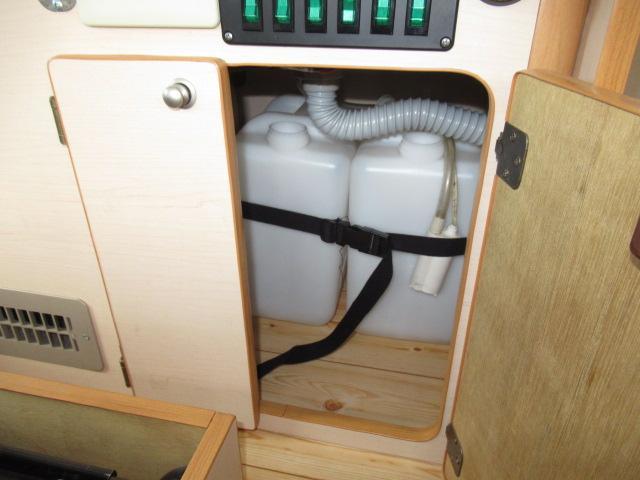 デルタリンク デルタワゴン 2WD 2700cc キャンピングカー バンコン 8人乗車 3人就寝 FFヒーター 冷蔵庫 シングルサブバッテリー 給排水10Lタンク 外部電源 バックカメラ ETC(16枚目)