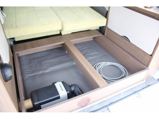 キャンピング 岡モータース ミニチュアクルーズ オリーブ シンク FFヒーター インバーター 外部充電器 105Aサブバッテリー カーテン(20枚目)