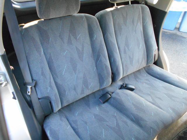 後部座席はゆったり座れる広さ♪リクライニング可能♪