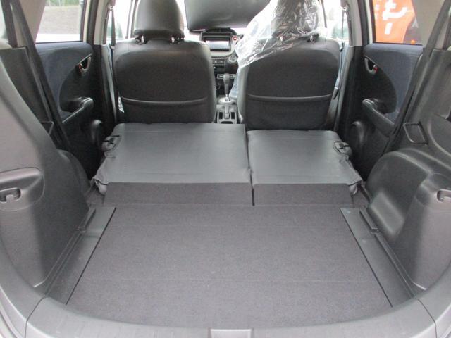 後部座席も当然、綺麗・清潔をモットーに仕上げております。内装の綺麗なお車は気持ちが良いですし、コンディションのよい車が多いです。前のユーザーの方が丁寧に使っていた証拠です。