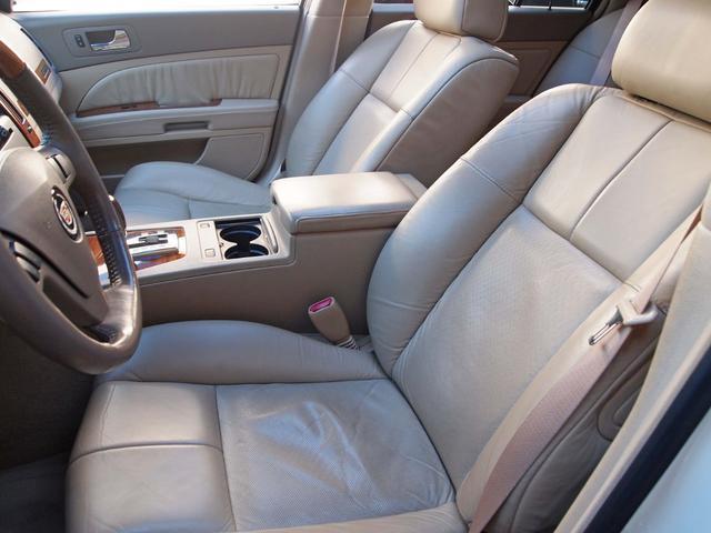 ●タバコや芳香剤の匂い等を感じない清潔感のある車内空間です。目立つシミや汚れ、劣化なども御座いません。このままの状態でも満足頂けるかと思いますが、スチーム洗浄などのクリーニング後にご納車致します♪