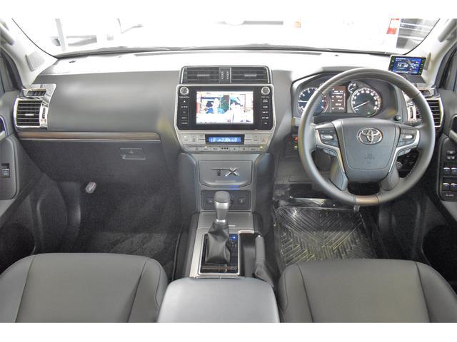 運転席周りも擦れや汚れなどなく綺麗です!運転席・助手席に使用感も少なく大事に乗られていたことが想像できます!!室内はもちろんクリーニング済みです◎
