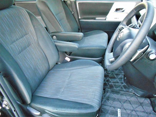 運転席、助手席の状態もとても良好です♪ウォークスルー可能!!