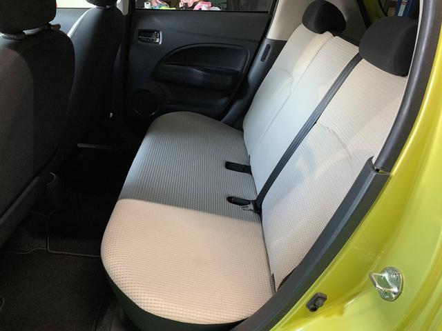 後部座席も綺麗な状態が保たれております。