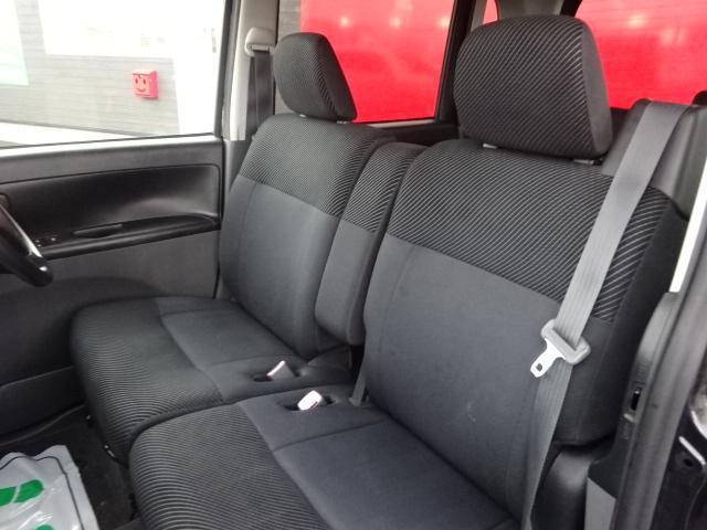 フロントシートは気になるシミ・汚れ等は無く、ホールド性も高く状態も良好です♪