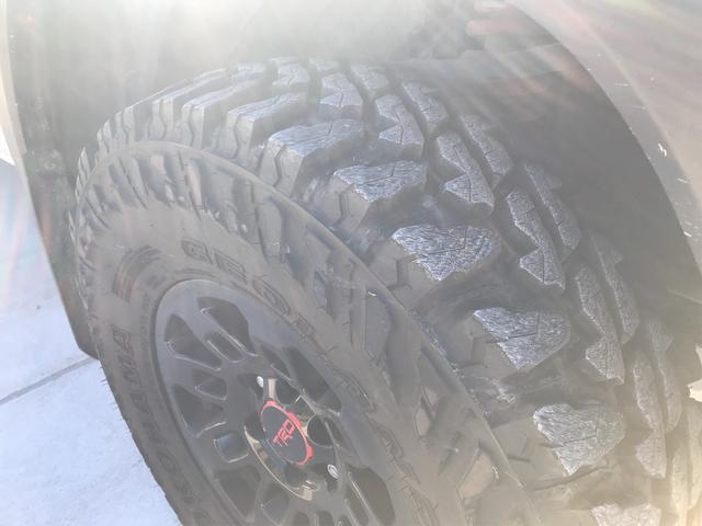 TRD PRO 新車並行車 ワンオーナー 4WD クルーズコントロール バックカメラ オートライト TRDパーツ レーンキープアシスト スマートキー(20枚目)