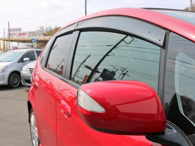ウインカーミラーもございますので周囲への配慮も◎!ドアバイザーも雨の日に便利なアイテムの一つです!