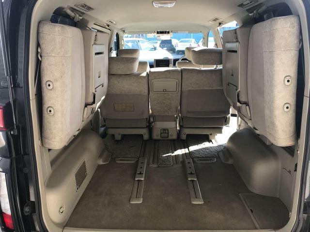 サードシートを上げれば広いスペースになります