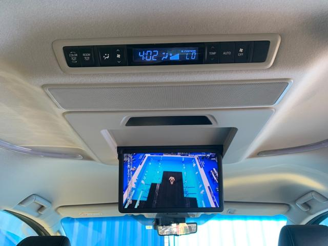 【リヤエンターテイメントシステム】運転席で音楽を聴きながら、後席ではアニメのDVDを見ることができます!家族がそれぞれ好きな時間を過ごせます。