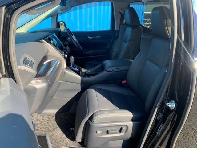 【運転席・助手席】座り心地のいいシートで、長時間のドライブでも疲れにくいです。
