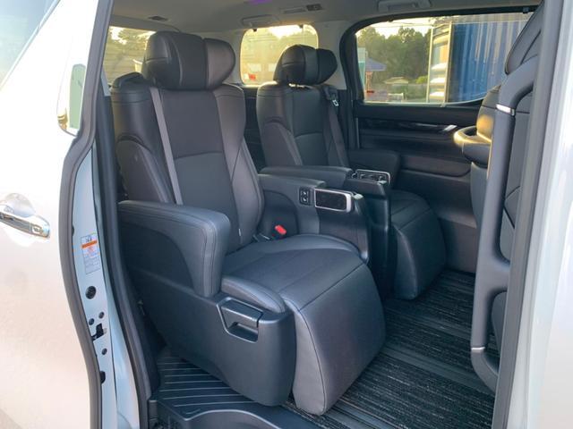 【セカンドシート】エグゼクティブパワーシートで快適なドライブをお楽しみいただけます。