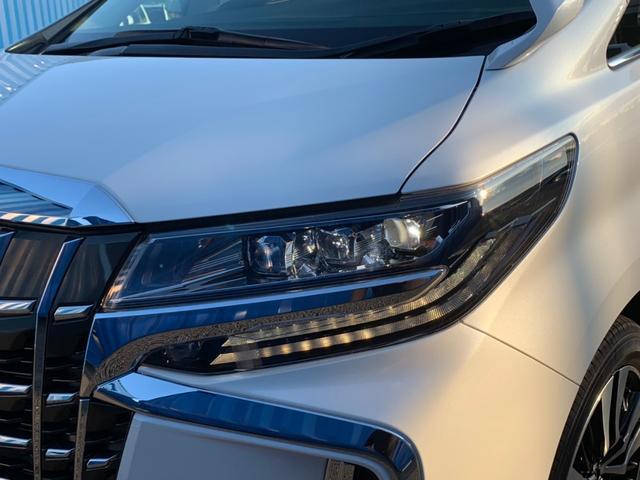 【3眼LEDヘッドライト】夜のドライブも安心です。オートレベリング機能も付いてます♪