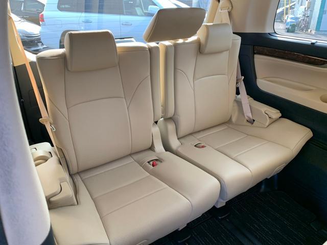 【サードシート】荷物が思っていたより多くなった時や大人数でのドライブにも様々なシーンに対応できて、とても便利です!