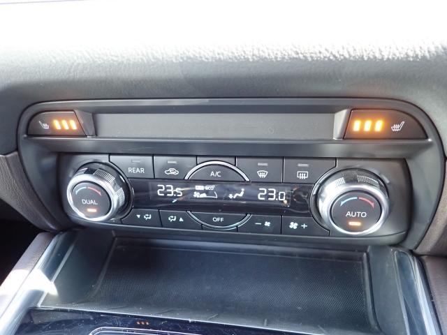 車内温度を設定すれば温度・風量と自動に設定してくれるオートエアコンはとっても便利な装備ですね♪運転席・助手席だけでなくセカンドシートも冬場にはありがたいシートヒーターが付いてます☆