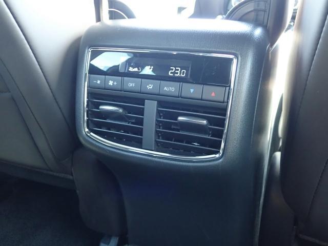 Wオートエアコンで後席の方も快適な室内温度でお寛ぎいただきながらドライブいただけます☆