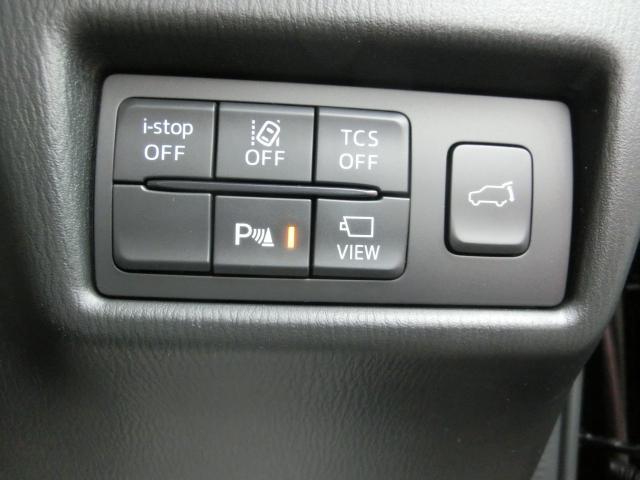 環境と燃費にやさしいアイストップに安全な走行をサポートする横滑り防止機能・車線逸脱警報システム・パーキングセンサーや便利な装備のパワーリフトゲートなど装備充実☆