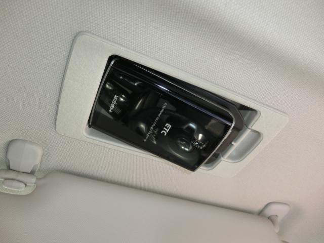 サンバイザー裏にはスマートETCを装備!設置場所が隠れておりますので、防犯上も安心ですね。ETCがあれば高速道路の料金所もストレス無く通過できますし、料金も優遇される場合もありますのでとっても便利♪