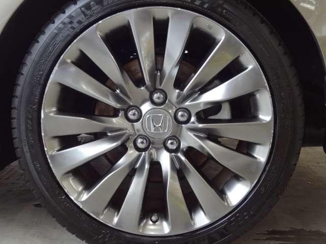現在ホイールに傷ありますが新品同様のAW+タイヤと取り換えます!