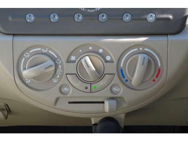 エアコンはダイヤル式のマニュアルになります