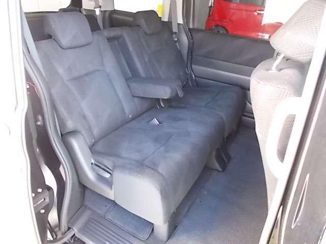 セカンドシートはベンチタイプ!ミニバンだから一人でも多くの人に乗ってもらいたいなら7人乗りよりは8人乗りがイイですね♪