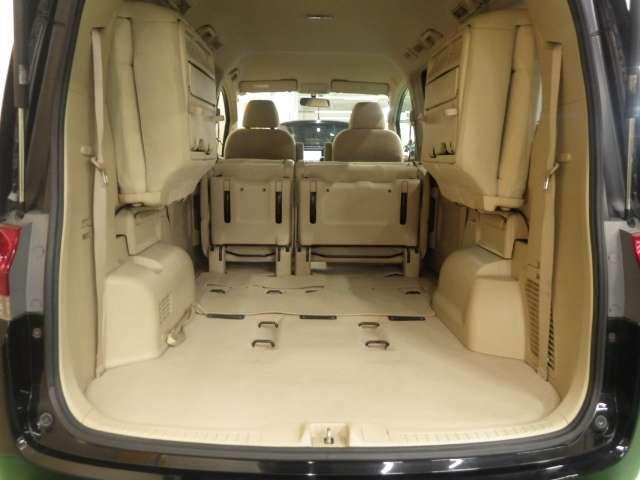 セカンド、サードシートを格納すればこんなに大きなスペースが生まれます。