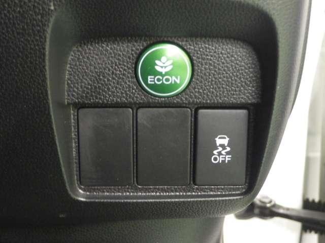 グリーンのボタンはエコボタン低燃費走行もできます