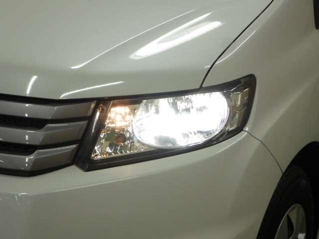 白くて明るいディスチャージヘッドライトが夜間の安全なドライブをしっかりとサポートしてくれます!照射範囲が広いので安心して運転できますよ♪