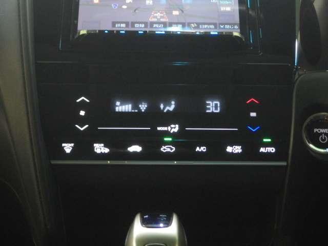 簡単操作のオートエアコンで快適なドライブをお楽しみください