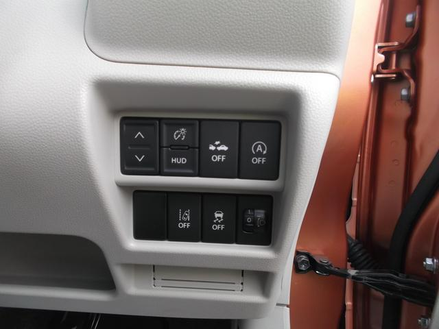 ステアリング右下にはデュアルセンサーブレーキサポートの操作スイッチやアイドリングストップ等のスイッチが並びます