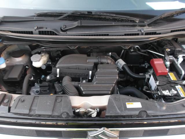 加速時にモーターでエンジンをアシスト、アイドリングストップからの始動もキュルキュル音が発生しませんのでとっても静か。