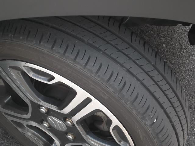 タイヤ残り溝も十分あります。