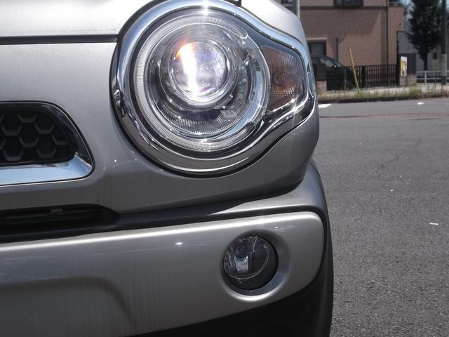 ヘッドライトはディスチャージ。明るくて長寿命。
