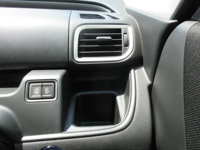 運転中でも手に取りやすいドリンクホルダーあります。