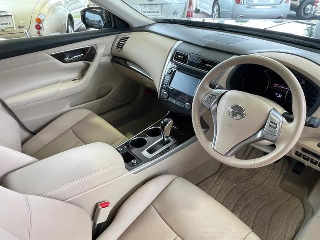 衝突回避支援、車線逸脱防止装置といった安全装備搭載。安心してドライブいただけます。