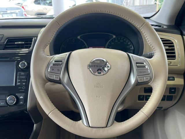 スタイリッシュに纏め上げられた機能部。アイボリーのインテリアとメリハリを持たせた、美しい車内です。