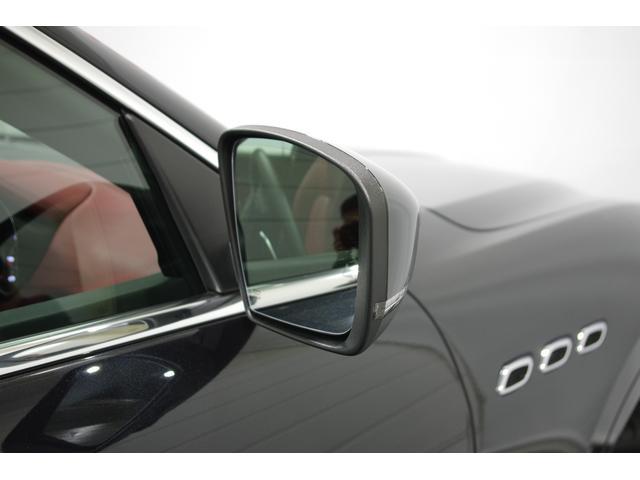 ディスプレイ操作式シートヒーター、前後パーキングセンサー、オートトランク、フルセグ、メモリーパワーシート