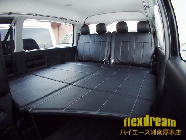 GL・4WD ベッド テーブル 床 ナビ 天吊モニター(5枚目)