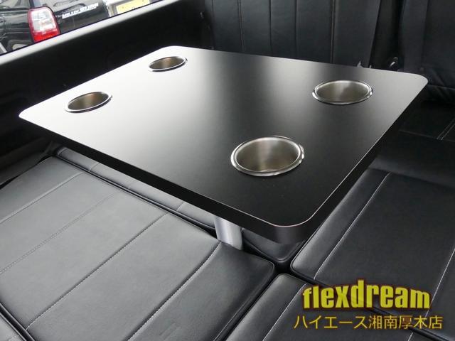 GL・4WD ベッド テーブル 床 ナビ 天吊モニター(9枚目)