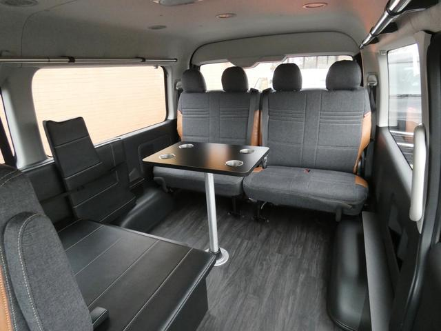 GL 床張り ベッド テーブル付きflexdreamライトキャンピングカーFD-BOX0 BrooklynStyleブラックデニムシートカバー LEDルームランプ アルミ&ナスカータイヤセット(11枚目)