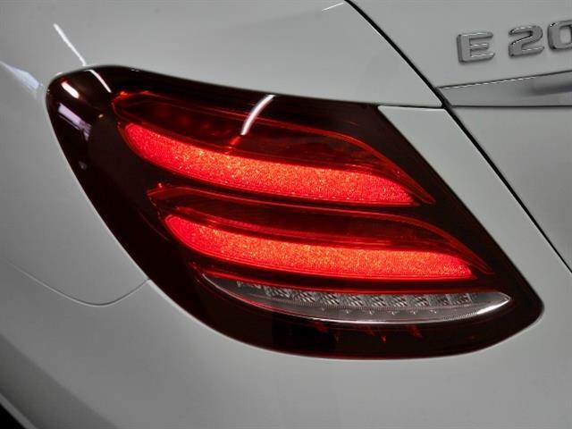 E200 アバンギャルド レザーパッケージ 新車保証(7枚目)