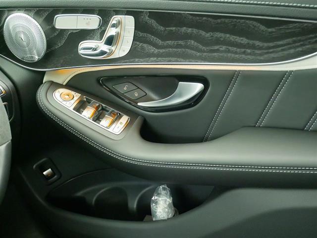 GLC63 S 4MATIC+ 2年保証 新車保証 Bluetooth接続 CD DVD再生 ETC LEDヘッドライト TV アイドリングストップ クルーズコントロール コネクテッド機能 サイドカメラ サンルーフ・ガラスルーフ(16枚目)