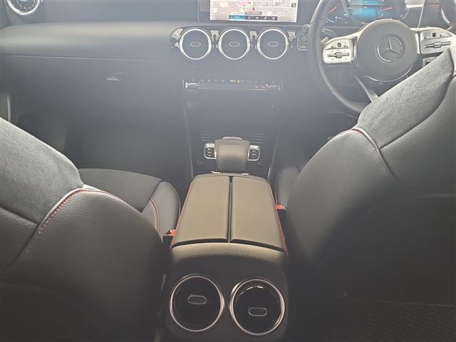 A180 スタイル AMGライン レーダーセーフティパッケージ アドバンスドパッケージ ナビゲーションパッケージ 2年保証 新車保証(8枚目)