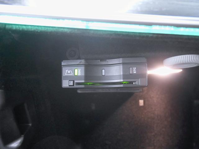 ヤナセでは、第三者検査専門機関(AIS)にて内外装から機関にいたるまで公正かつ厳正に検査を行い、検査後、記録簿の確認、CPU診断テストなどの検査を全車に実施しております。