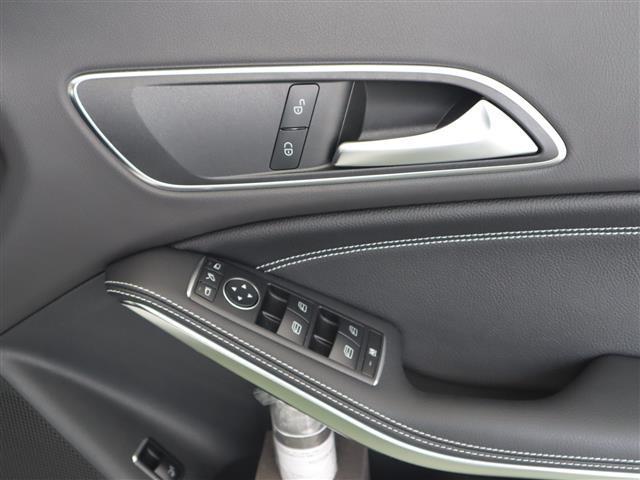 メルセデス・ベンツ M・ベンツ CLA220 4M シューティングブレーク 4年保証