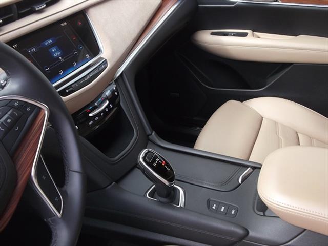 「キャデラック」「キャデラックXT5クロスオーバー」「SUV・クロカン」「北海道」の中古車3